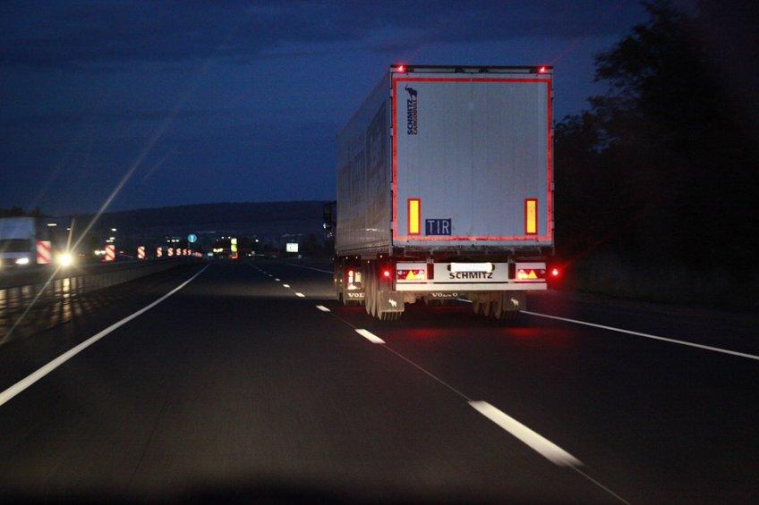 ВПетербурге угнали грузовой автомобиль с18 тоннами сухофруктов
