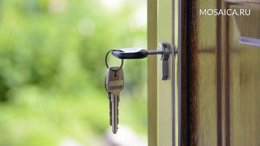 ВУльяновске cотрудники экстренных служб извлекли беспомощного мужчину иззапертой квартиры