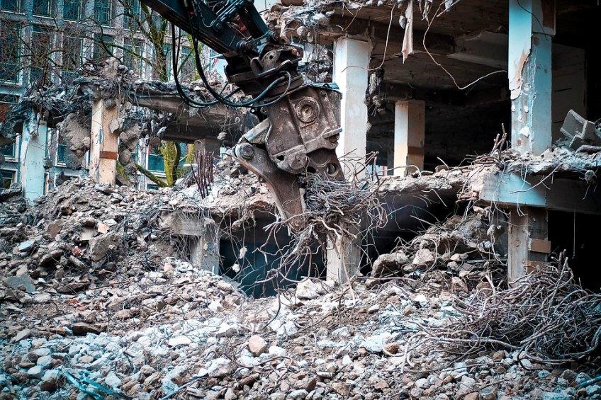 Граждан Подмосковья расселят изаварийного жилья нагод прежде