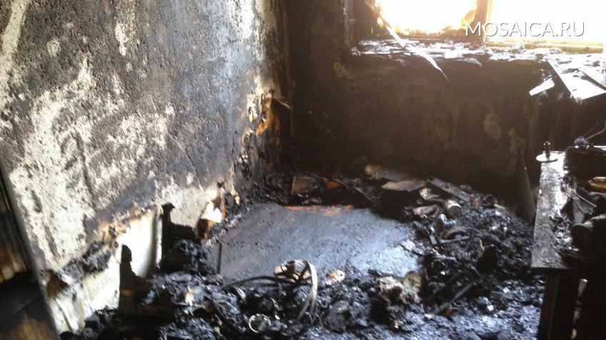 НаПолбина из-за свечки сгорела квартира