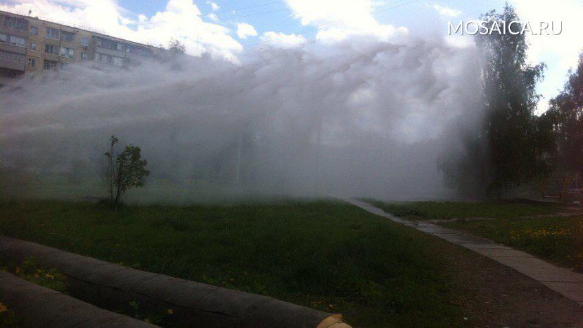 ВУфе наулице внебо ударил мощнейший фонтан воды