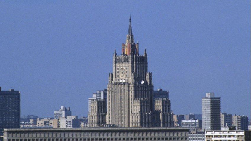 Репортеры узнали, почему русских консулов решили выдворить изЭстонии