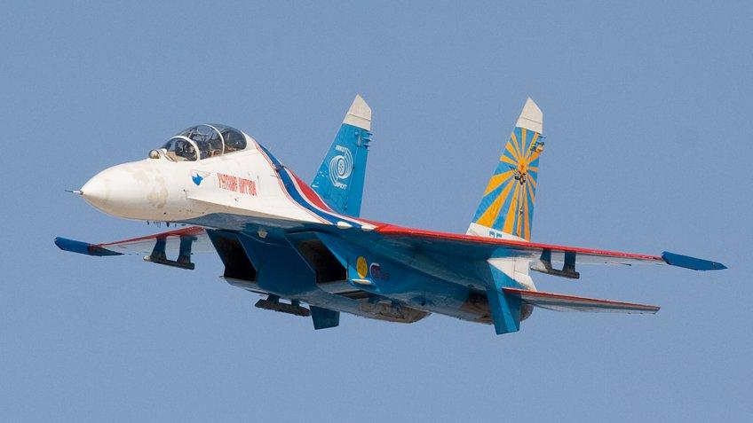 СМИ проинформировали обопасном сближении русского Су-27 всамолетом ВВС США