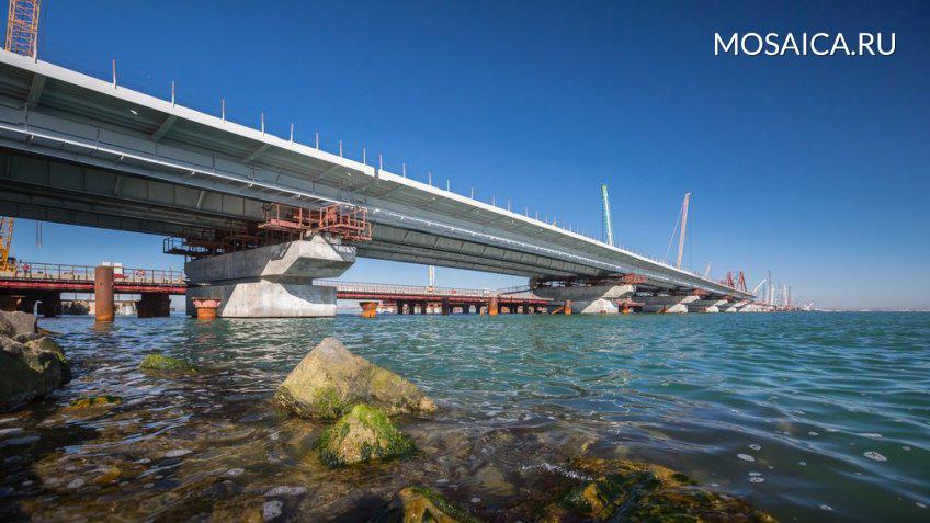 НаКерченском мосту началась укладка асфальта
