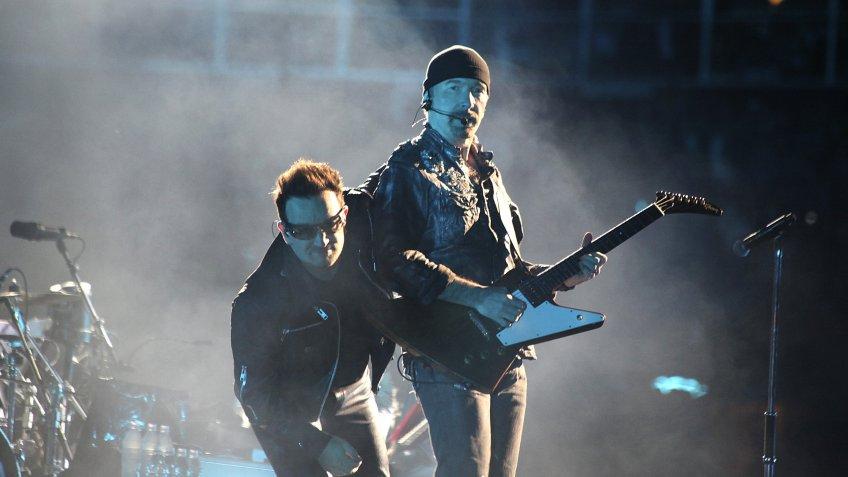 Группа U2 насвоем концерте поддержала независимые суды Польши