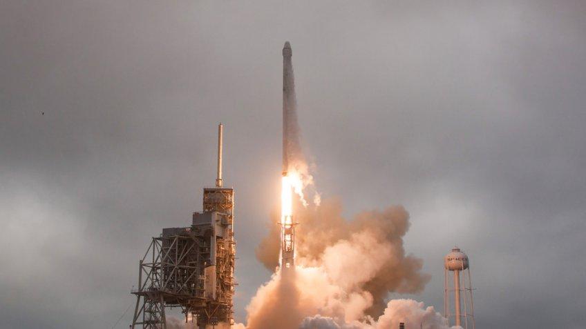 Руководитель SpaceX обнародовал видео безуспешных приземлений ракеты Falcon 9