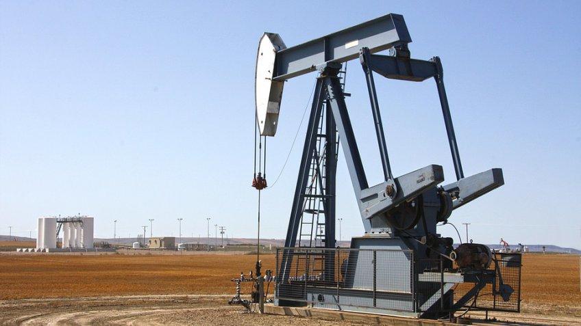Цены нанефть понижаются напрогнозах одобыче вСША