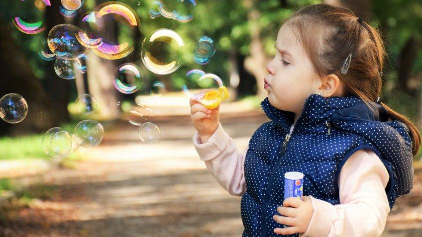 Дети алиментщиков, скрывающихся более одного года, смогут получать пенсию попотере кормильца