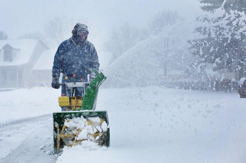 Неменее 6,5 тыс. коммунальщиков убирают снег вПодмосковье