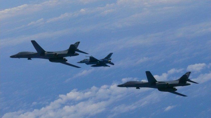 Винтернете появилось видео перехвата самолета-разведчика ВМС США уграниц Российской Федерации