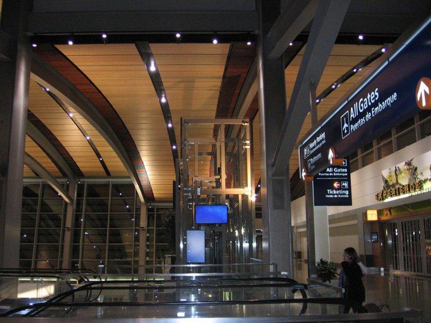 Встоличных аэропортах утром вконце рабочей недели отменили изадержали неменее 20 рейсов