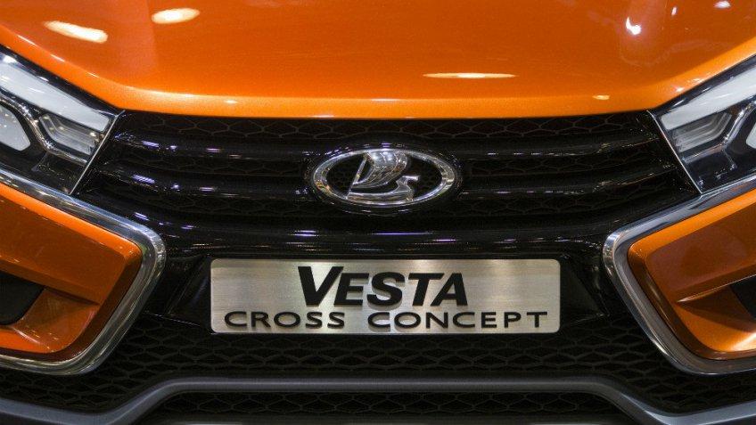 Новый седан Лада Vesta Cross засняли без камуфляжной защиты вТольятти