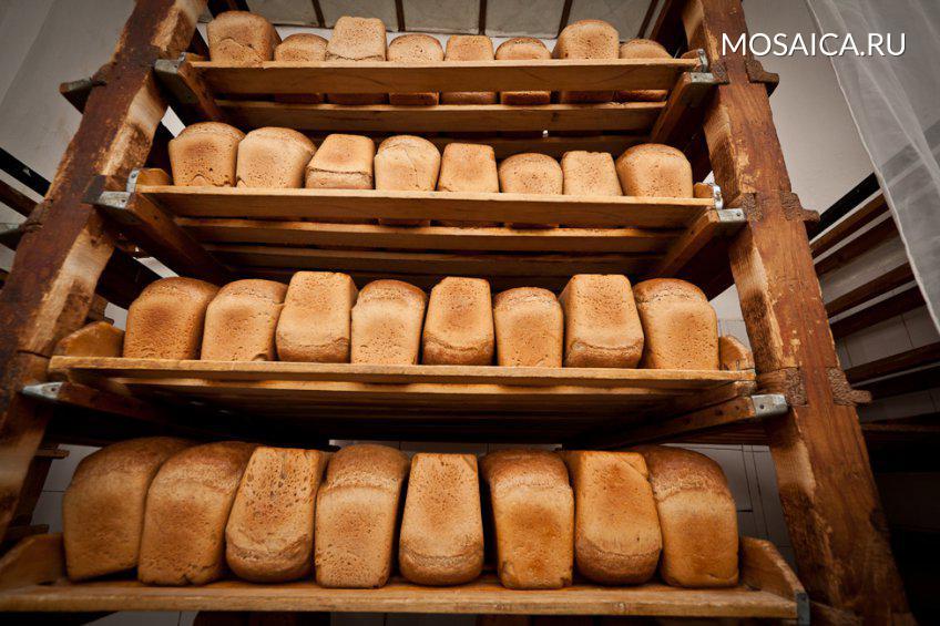 Чеховские пожилые люди получают хлеб изСерпухова бесплатно