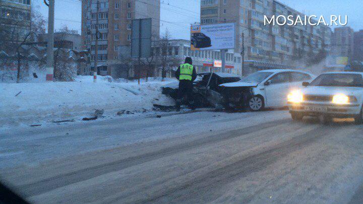 Лобовое столкновение вУльяновске спровоцировало пробку наКирова