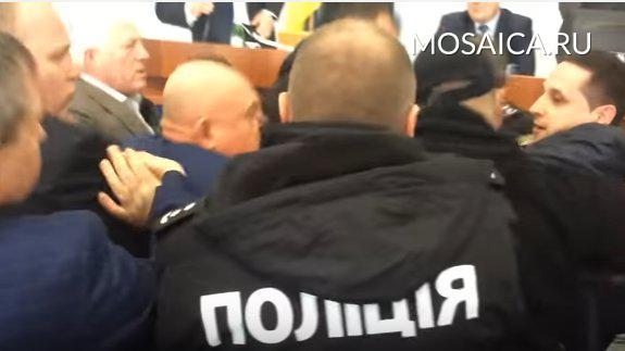 ВЧеркассах депутаты-националисты подрались из-за выступления нарусском языке