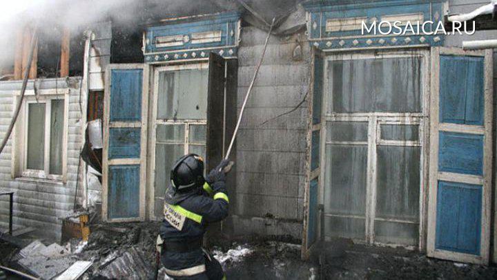 ВДимитровграде изгорящего дома через окно эвакуировали 92-летнюю женщину