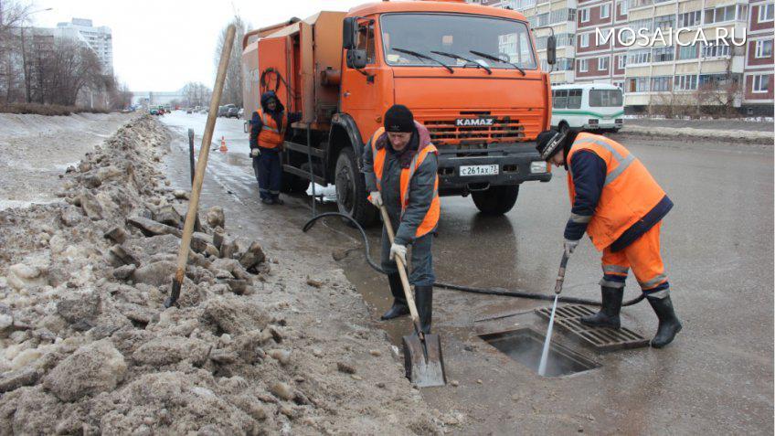 ВУльяновске перешли накруглосуточный режим очистки дренажных систем