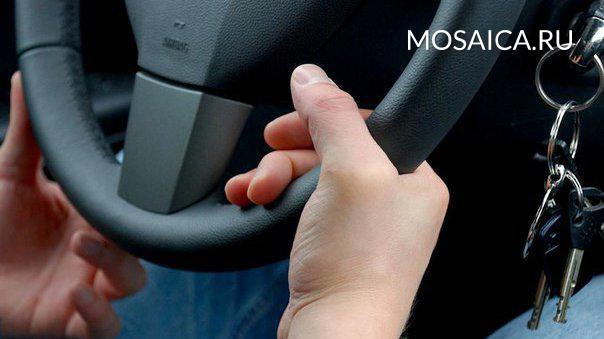 19-летний гражданин Бекетовки обокрал машину приехавшего вгости мужчины