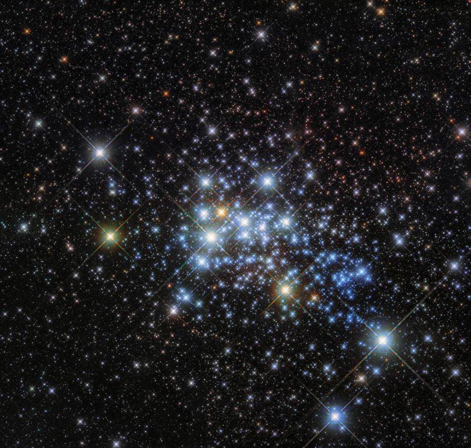 «Гнездо гипергигантов»: NASA обнаружило скопление сверхмассивных звезд