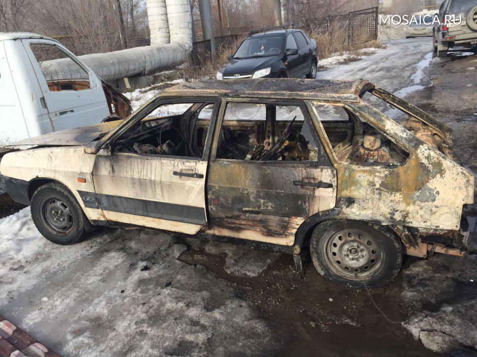 """В Засвияжье Ульяновска при пожаре сгорел гараж с """"девяткой"""" внутри, фото-1"""